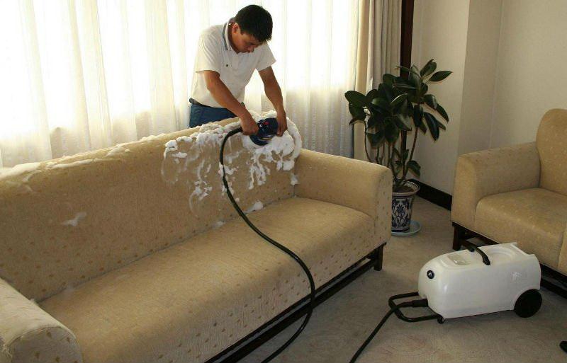Чистка мягкой мебели своими руками без разводов